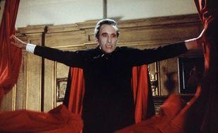 """Dracula, ici interprété par Christopher Lee dans le film """"Scars of Dracula"""" sorti en 1970"""