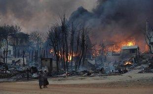 Des maisons et des mosquées ont été détruites lors de nouvelles violences communautaires en Birmanie, à des centaines de kilomètres des localités où des troubles ont fait 40 morts, a-t-on appris mardi de source policière.
