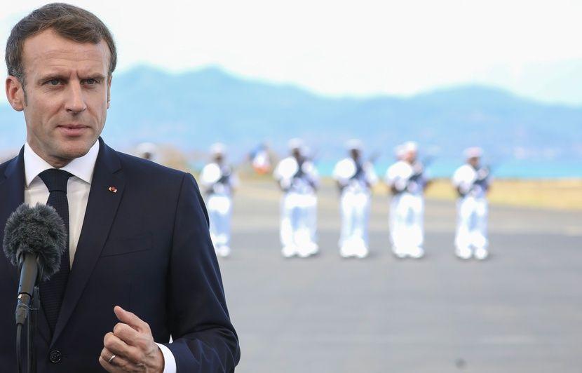 Une photo montre-t-elle vraiment la foule qui a accueilli Macron à Mayotte ?