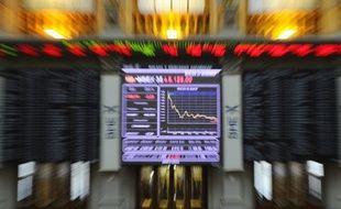 """L'Espagne envisage de recourir à un """"plan de sauvetage global assoupli"""" avec une ligne de crédit, pour faire face à une échéance de quelque 28 milliards d'euros en octobre qu'elle ne pourra honorer aux taux d'emprunt actuels, affirme mardi le journal El Economista."""