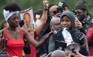 L'acteur John Boyega au milieu des manifestants contre le racisme à Hyde Park à Londres