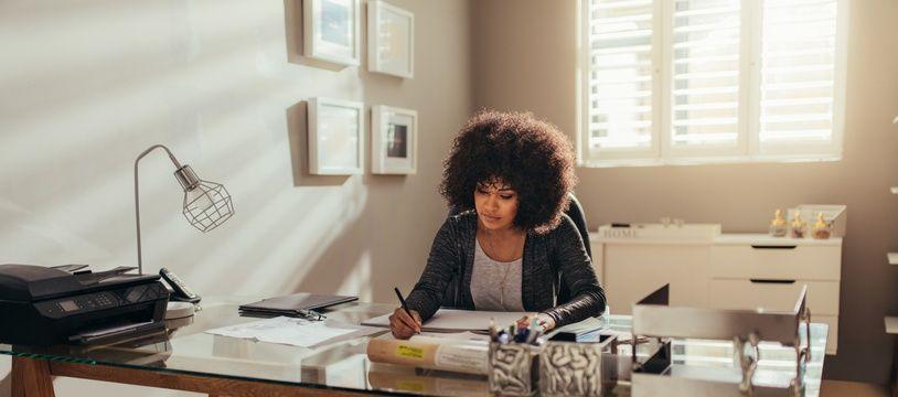 En fonction de leur activité, les professionnels peuvent travailler dans leur logement ou le transformer sous certaines conditions.