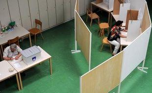 Les bureaux de vote en Slovénie ont ouvert dimanche matin à 05H00 GMT pour un référendum consacré à l'application ou non d'un nouveau Code de la famille, plus libéral, rejeté par l'Eglise catholique et une grande partie des conservateurs car il élargit les droits des couples homosexuels, notamment en matière d'adoption.