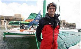 Franck Cammas et son équipage ont porté vendredi le record de la plus grande distance parcourue en 24 heures à la voile à 795,2 milles (moyenne 33,13 noeuds) effaçant des tablettes celui que détenait son compatriote Bruno Peyron (766,8 milles), selon son service de presse.