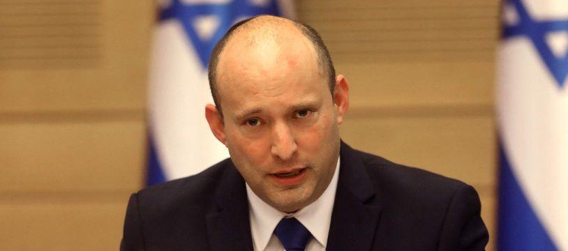 Le nouveau Premier ministre israélien Naftali Bennett donne une conférence à la Knesset dimanche 13 juin 2021.