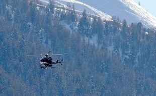 Un hélicoptère de recherches dans la station des Deux-Alpes (Isère)