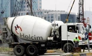 Les rivaux du groupe français Lafarge, le numéro un mondial des matériaux de construction, sont en train de réorganiser leurs activités en Europe, le Suisse Holcim et le Mexicain Cemex se préparant à échanger des activités sur les Vieux Continent.