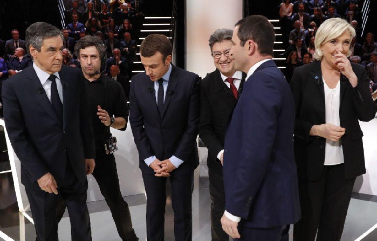 Les cinq candidats sur le plateau – Patrick KOVARIK / AFP