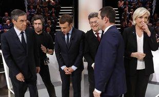 Les cinq candidats sur le plateau
