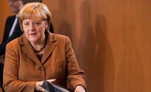 La chancelière allemande Angela Merkel veut donner davantage de pouvoirs à la Commission européenne en matière de politique économique et financière et s'emploie à faire évoluer les traités européens en ce sens, selon un journal.