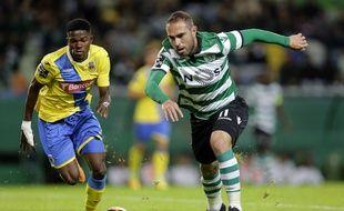 Jorginho (à gauche), ici à la lutte avec le milieu du Sporting Bruno Cesar en novembre dernier.