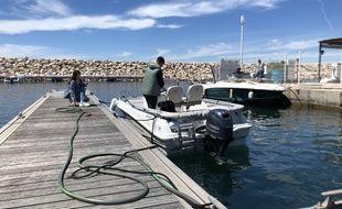 Un petit nettoyage de printemps avant la sortie en mer pour les plaisanciers de la Pointe Rouge à Marseille.