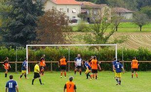 Pour l'heure, cette saison, le FC Saleichois (en orange et noir) a obtenu un seul nul, à domicile contre Puymaurin (2-2), le 17 septembre.