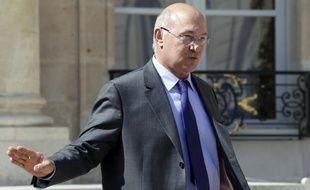 Le ministre du Travail, Michel Sapin, a indiqué jeudi sur LCI qu'une hausse de la rémunération des heures supplémentaires pourrait être une contrepartie possible à la fin des avantages consentis aux heures supplémentaires.