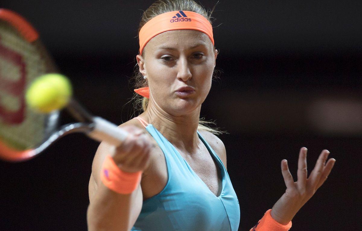 Kristina Mladenovic s'est imposée face à la numéro 1 mondiale, Angelique Kerber, le 27 avril 2017, au tournoi de Stuttgart. – AFP