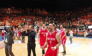 Denain l'a fait. Dde gauche à droite, Jean-Christophe Prat, coach, Mike Petipa, adjoint, Jérôme Cazenobe, Jeb Ivey et William Howard.