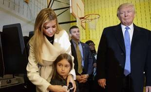 Ivanka Trump et sa fille Arabella, en compagnie de Donald Trump.
