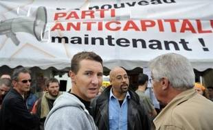 Après 40 ans de bons et loyaux services, la Ligue communiste révolutionnaire (LCR) se saborde, pour mieux renaître en Nouveau parti anticapitaliste (NPA) avec l'espoir de remodeler le paysage politique à l'extrême-gauche.