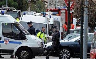 Tentatives d'assaut, négociations, tirs et détonations : l'opération du Raid pour arrêter Mohamed Merah à Toulouse a duré plus de 32 heures, une des plus longues pour cette unité d'élite de la police.