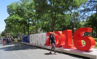 Toulouse, le 21 juin 2015. La sculpture offerte par l'UEFA à la ville de Toulouse
