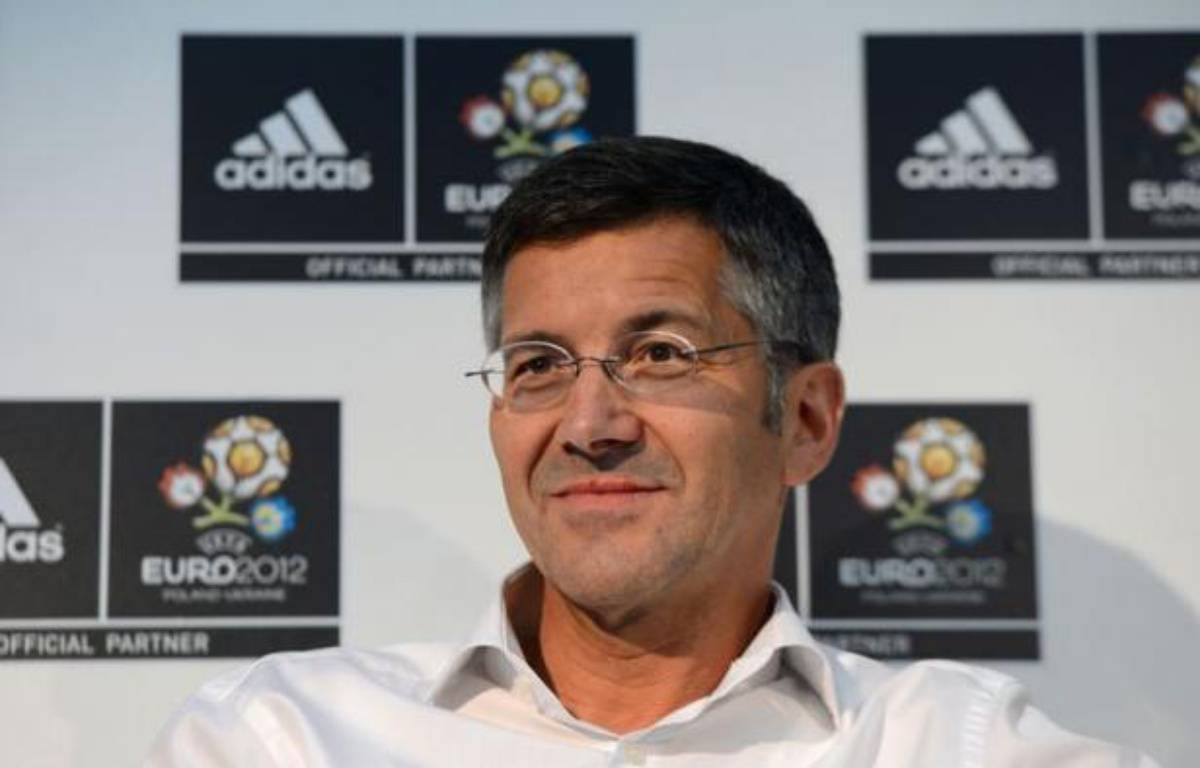 L'allemand Adidas profite de l'Euro-2012 pour asseoir sa position de numéro un mondial dans le secteur du football, où il prévoit des ventes record cette année, la récession qui pèse sur plusieurs marchés européens n'entamant pas l'appétit des fans pour maillots et ballons. – Christof Stache afp.com