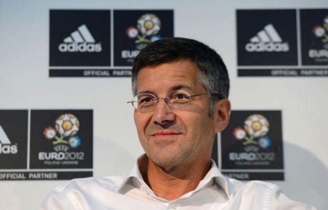 L'allemand Adidas profite de l'Euro-2012 pour asseoir sa position de numéro un mondial dans le secteur du football, où il prévoit des ventes record cette année, la récession qui pèse sur plusieurs marchés européens n'entamant pas l'appétit des fans pour maillots et ballons.