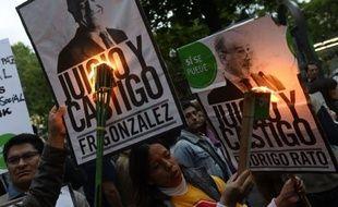 """Plusieurs centaines de manifestants ont défilé samedi à Madrid contre """"l'impunité financière"""", brandissant des pancartes réclamant """"jugement et châtiment"""" pour les responsables de la débâcle financière de l'Espagne."""