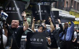 Des chauffeurs Uber manifestent à New York (Etats-Unis) le 28 mai 2015.