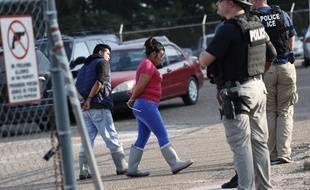 La police américaine de l'immigration a mené une vaste opération dans le Mississippi, le 7 août 2019.