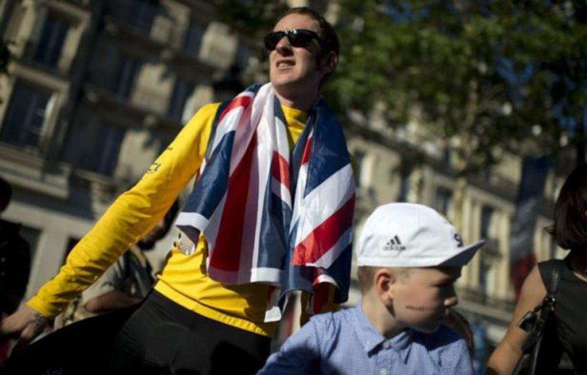 La tante de Bradley Wiggins a déclaré mardi qu'elle espérait que toute la publicité faite autour de la victoire de son neveu dans le Tour de France ferait émerger de nouvelles informations sur la mort mystérieuse du père de Wiggins en 2008. – Jeff Pachoud afp.com