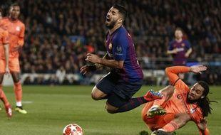 Le premier but barcelonais est venu d'un penalty consécutif à un contact très litigieux entre Jason Denayer et Luis Suarez.