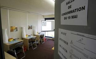 Présentation d'une salle de consommation et d'injection à moindre risque pour les toxicomanes, le 18 mai 2009, à Paris.