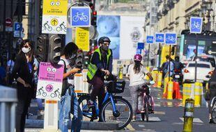 Des vélos au croisement du boulevard Sebastopol et de la rue de Rivoli, à Paris. (Illustration)