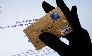 Le taux de fraude sur les paiements et les retraits par carte bancaire a légèrement augmenté en France en 2012, a indiqué mardi le gouverneur de la Banque de France Christian Noyer