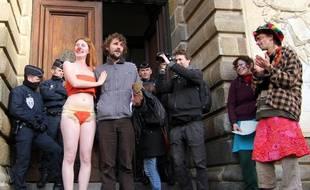 Un comité de soutien attendait les militants devant le Parlement de Bretagne en janvier 2015