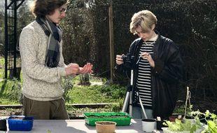 Louis Gaveriaux tourne une vidéo pédagogique pour les jardiniers.