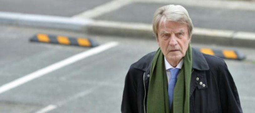 Bernard Kouchner arrive au tribunal d'Angers, le 22 octobre 2015