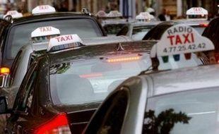 Les chauffeurs de taxi ont entamé mercredi matin une nouvelle journée de manifestations pour protester contre la déréglementation prônée selon eux par la commission Attali, entraînant des difficultés de circulation dans de nombreuses villes.