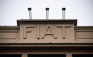 Le logo historique de Fiat au siège de Turin.