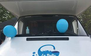 Le camping-car de l'association la Bulle, qui abrite une douche à destination des sans-abri.