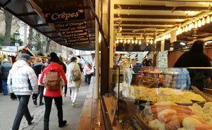 Un stand de nourriture pendant le marché de Noël, place Broglie à Strasbourg (illustration).