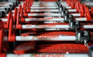 Le distributeur français Auchan a vu son bénéfice plombé par des éléments exceptionnels en 2015, alors que ses ventes et son résultat d'exploitation courant progressent, en partie tirés par l'expansion même si la France reste toujours en recul