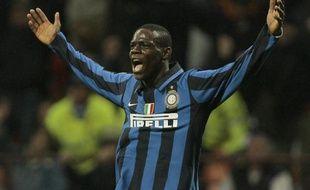 L'attaquant de l'Inter Milan, Marco Balotelli, célébrant un but contre la Fiorentina le 13 avril 2008.