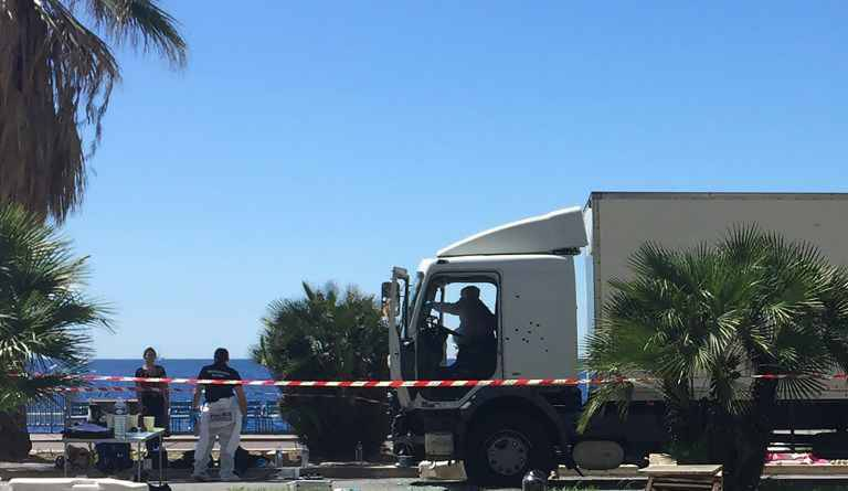 infographie attentat de nice la course meurtri re du camion sur la promenade des anglais. Black Bedroom Furniture Sets. Home Design Ideas