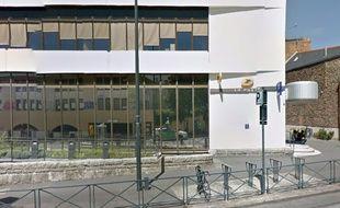 Le bureau de Poste du Colombier à Rennes, où un homme s'est retrouvé coincé lundi soir.