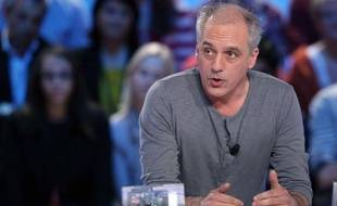 """Le thème de l'emploi, dans l'unique débat télévisé d'avant premier tour lundi, a donné lieu à une confrontation d'exemples et conduit Philippe Poutou (NPA) à s'en prendre à Nicolas Sarkozy en se faisant le porte-parole des """"filles"""" de Sodimédical près de Troyes."""