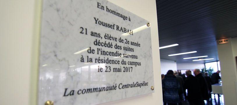 Une plaque commémorative a été dévoilée le 12 décembre 2017 à Supélec Rennes en hommage à Youssef Rabah, étudiant mort dans un incendie en mai 2017.