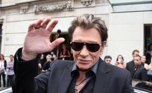 Johnny Hallyday arrive à la station de radio RTL à Paris, le 30 mai 2011