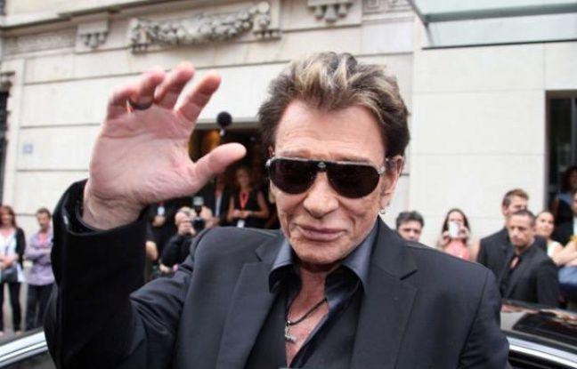Johnny Hallyday arrive à la station de radio RTL à Paris, le 30 mai 2011
