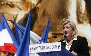 La présidente du FN Marine Le Pen a lancé lundi publiquement sa campagne aux élections législatives de juin à Hénin-Beaumont (Pas-de-Calais), où elle affrontera notamment Jean-Luc Mélenchon, candidat du Front de Gauche.
